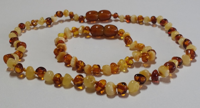 white-cognac-amber-teething-sets.jpg